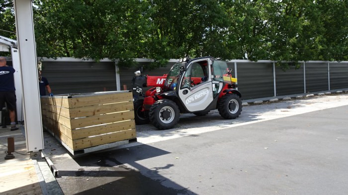 Electric telehandler