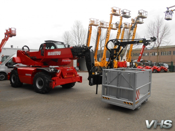Extendable platform with winch